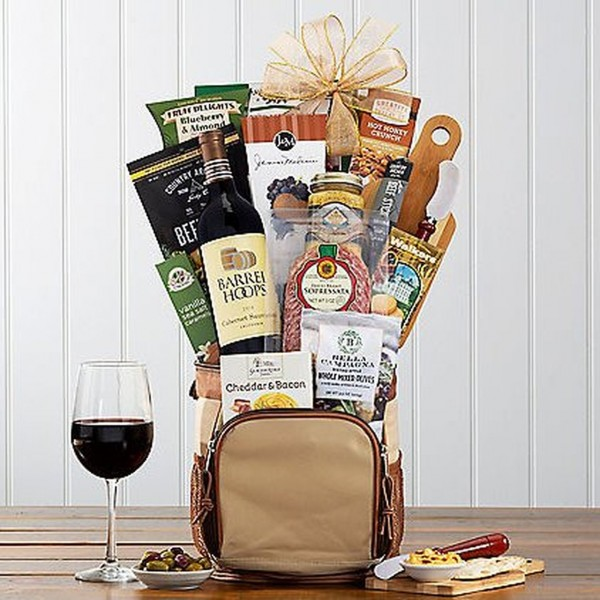 HOLE IN ONE: GOLF & WINE GIFT BASKET