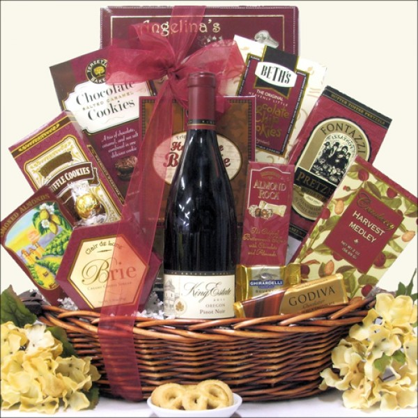 KING ESTATE SIGNATURE PINOT NOIR: WINE GIFT BASKET