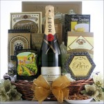 MOET & CHANDON IMPERIAL CHAMPAGNE: CHAMPAGNE GIFT BASKET